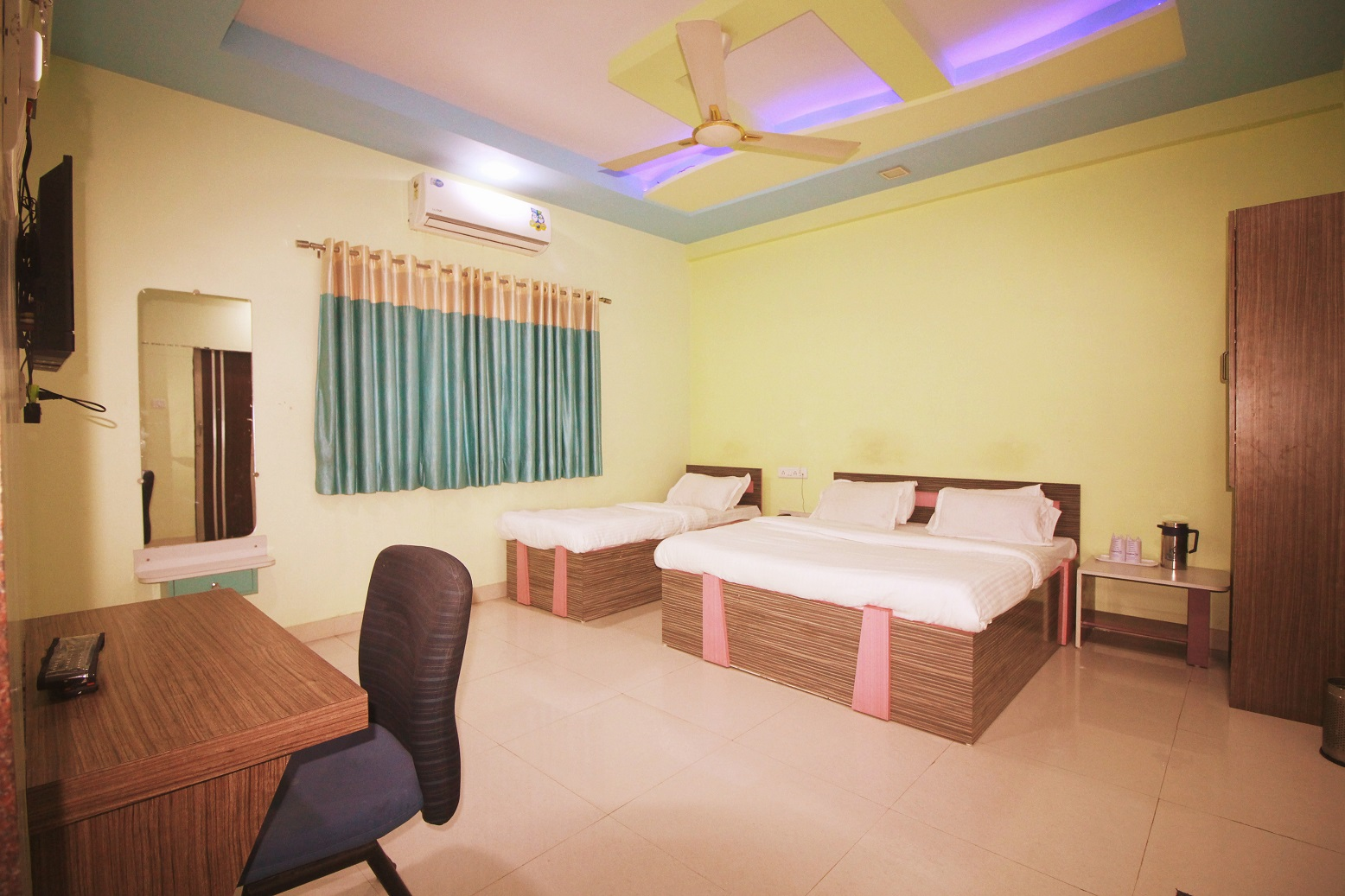 Hotel Somnath Sagar - Superior Three Bedded AC Room View_2