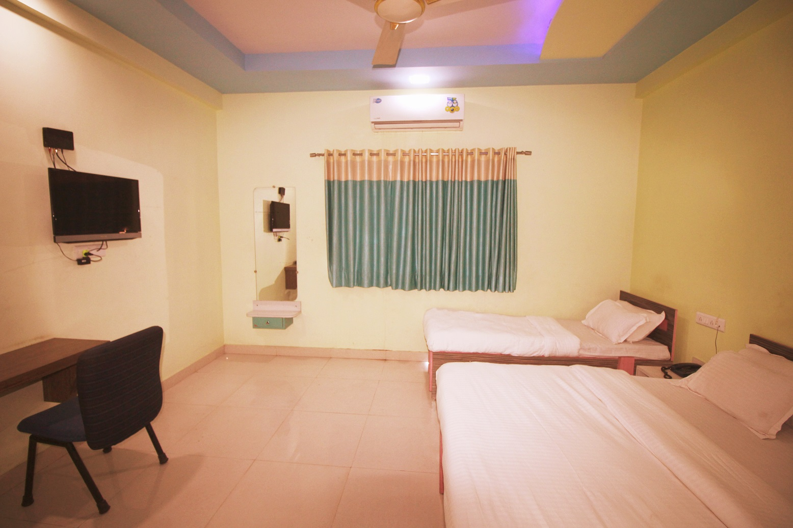Hotel Somnath Sagar - Superior Three Bedded AC Room View_3